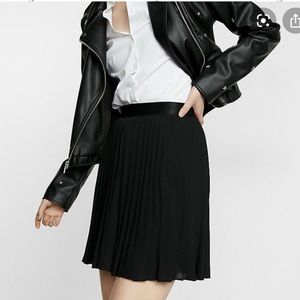 🆕✨Express Pleated Skirt